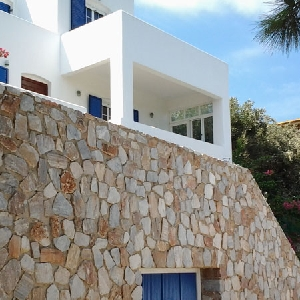 Detached house in Vari with sea view